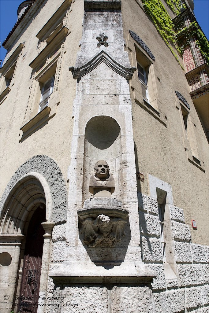 Bela Lugosi Statue Budapest